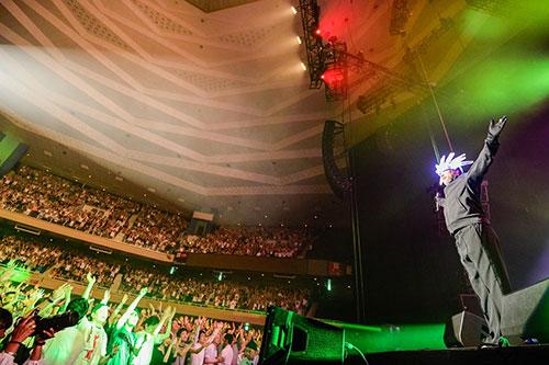 ジャミロクワイ、リベンジ来日公演に8,000人が沸いた!